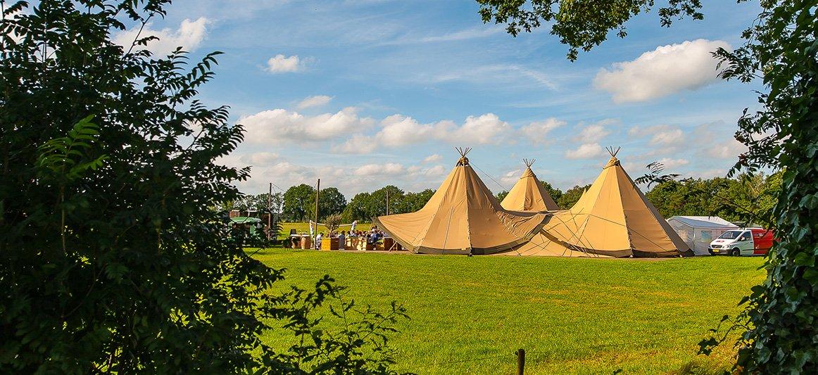 In besloten kring trouwen op een festival? Het kan! festival bruiloft / trouwfeest / huwelijk Eindhoven