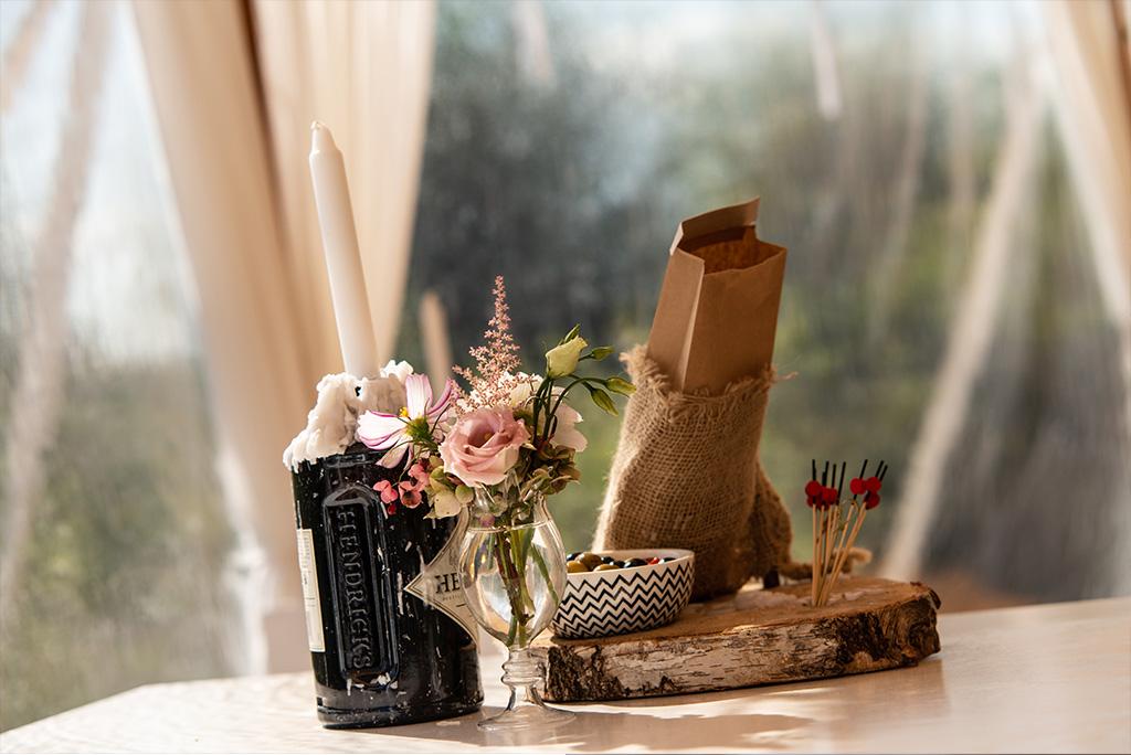 Bijpassende decoratie op tafel
