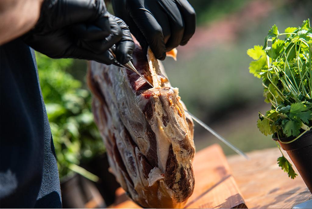 Heerlijk ter plekke gesneden vlees