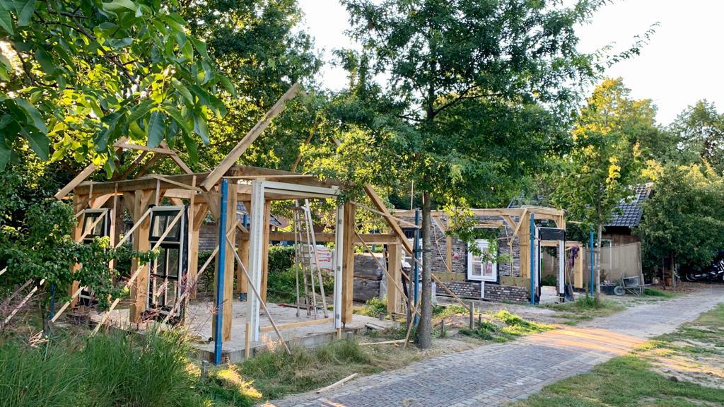 Investeren tijdens de coronacrisis door de bouw van nieuwe natuurhuisjes